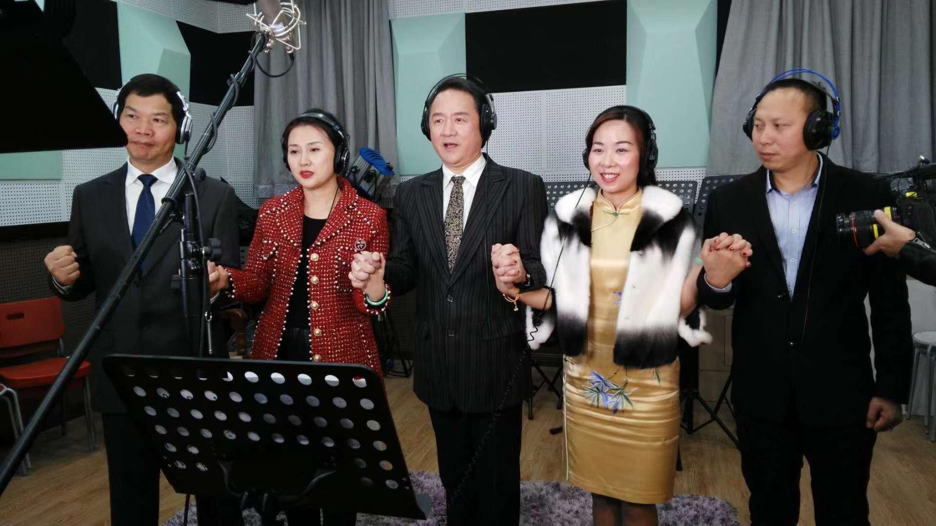 《汇智能通》主题曲正在首都北京录制中
